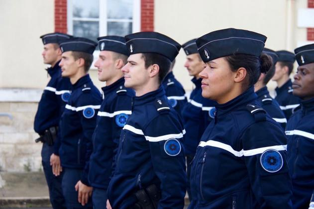 les élèves officiers de la gendarmerie nationale s'engage pour le Bleuet de France